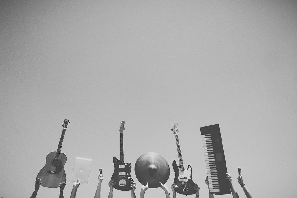 גיטרות חשמליות לילדים מחנכים את הדור הצעיר לאהוב מוזיקה
